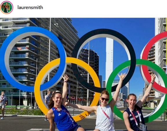 5 Pose Atlet Bulu Tangkis di depan Ring Olimpiade, Mejeng Dulu sebelum Berlomba - Foto 5