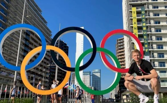 5 Pose Atlet Bulu Tangkis di depan Ring Olimpiade, Mejeng Dulu sebelum Berlomba - Foto 4