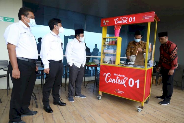 7 Potret Wali Kota Madiun Tangani Pandemi, Berdayakan PKL dan UMKM - Foto 4