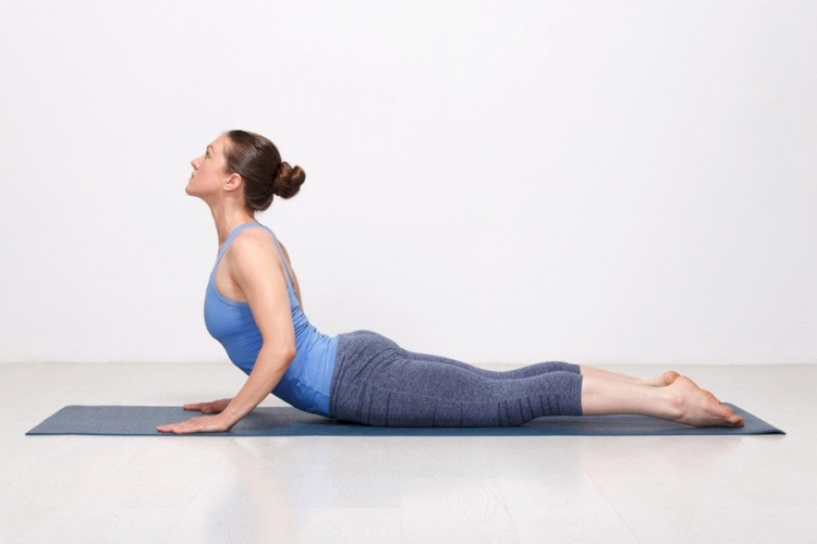 Gerakan Yoga Sederhana Bisa Hilangkan Pegal Karena WFH - Foto 3