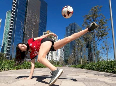 5 Potret Memesona Fernanda, Freestyler Meksiko yang Jago Mengolah Bola - Foto 3