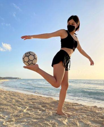 5 Potret Memesona Fernanda, Freestyler Meksiko yang Jago Mengolah Bola - Foto 2