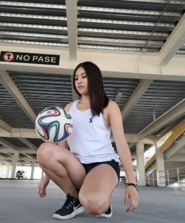 5 Potret Memesona Fernanda, Freestyler Meksiko yang Jago Mengolah Bola - Foto 5