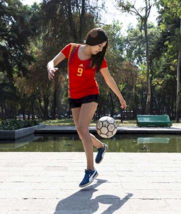 5 Potret Memesona Fernanda, Freestyler Meksiko yang Jago Mengolah Bola - Foto 4