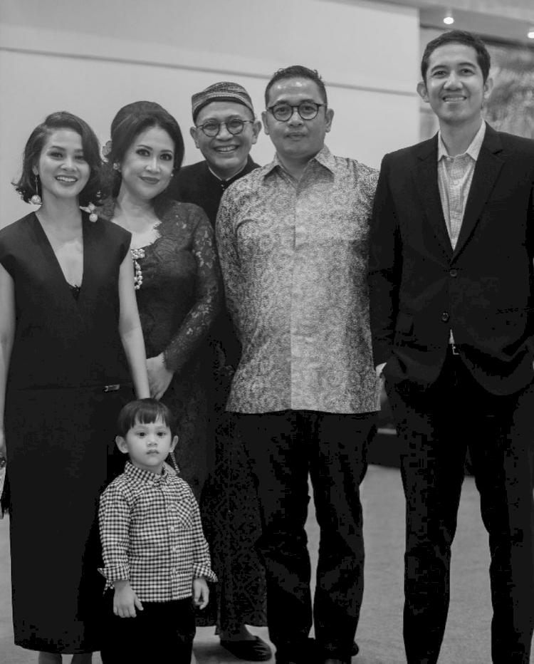 7 Artis yang Kehilangan Keluarga Karena Corona, Terbaru Anwar Fuadi - Foto 4
