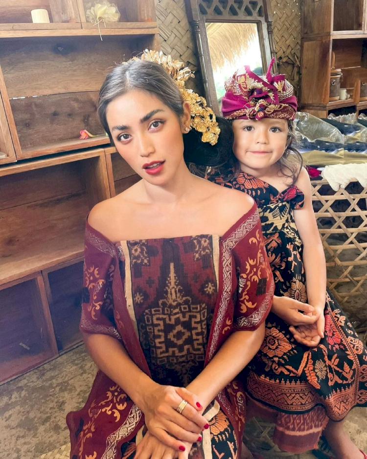 7 Potret Memesona Jessica Iskandar dengan Busana Adat Bali, Cantik Paripurna - Foto 4