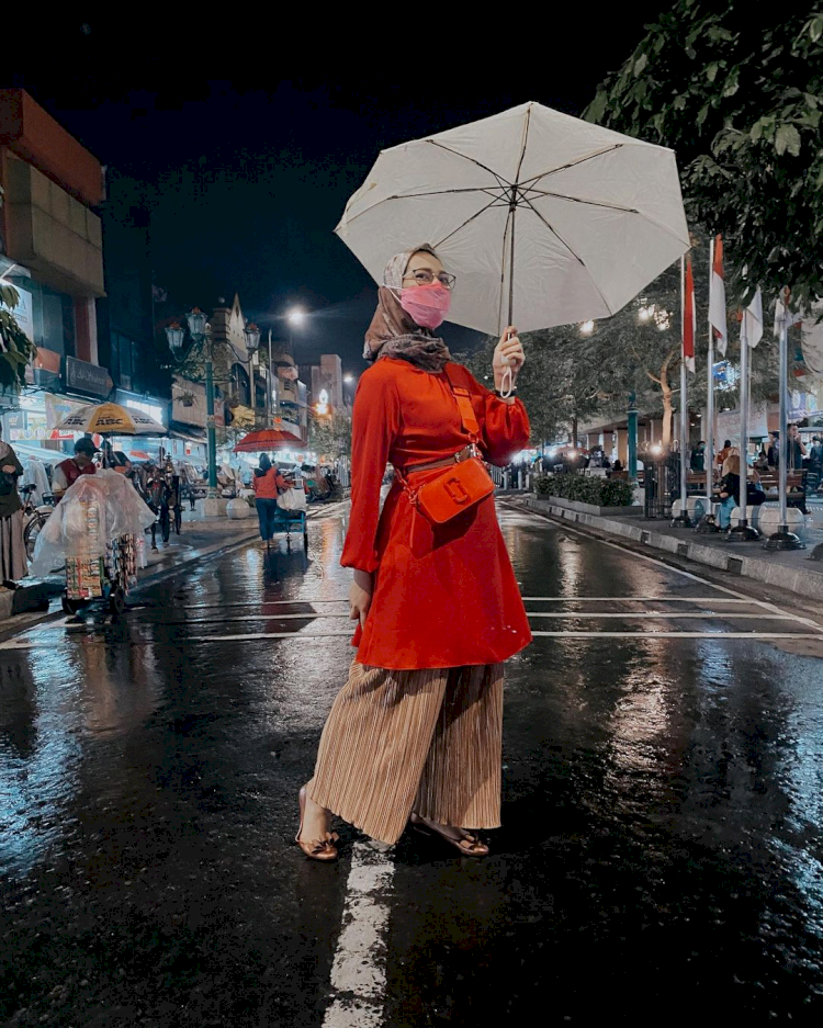 Nikmati Waktu di Tengah Kesibukan, Ini 7 Potret Liburan ala Stafsus Presiden Angkie Yudistia - Foto 2