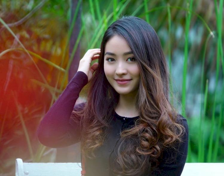 Dikabarkan Pernah Dekat dengan Kevin Sanjaya, 7 Potret Memesona Natasha Wilona - Foto 7
