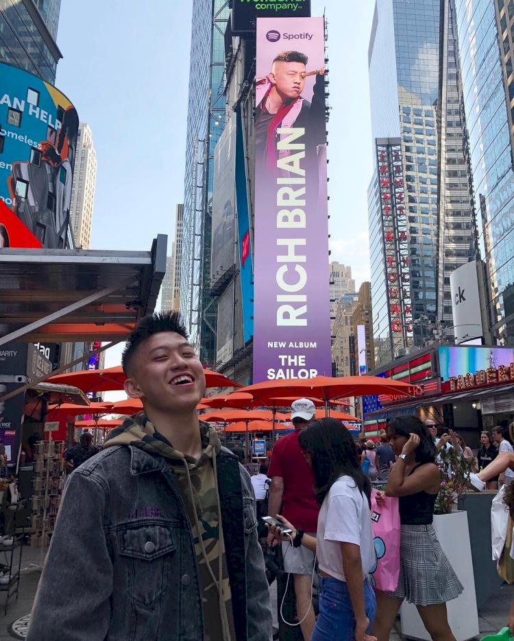 Musik hingga Brand Lokal, 5 Karya Kreatif Anak Bangsa Ini Hiasi Billboard Times Square - Foto 1
