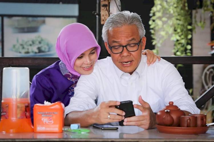 Romantis Abis Ini 7 Potret Candid ala Ganjar Pranowo dan Siti Atikoh - Foto 1