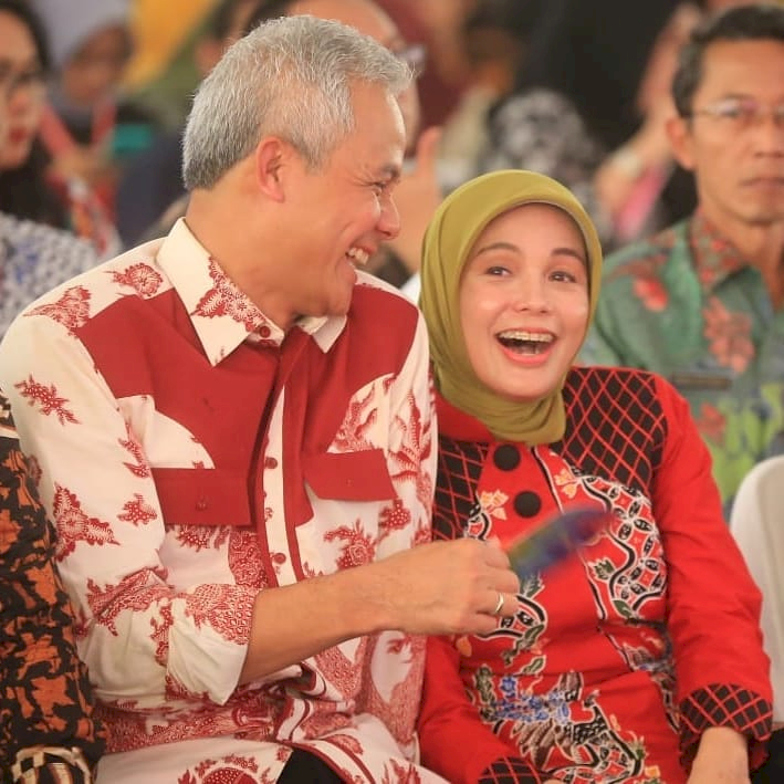 Romantis Abis Ini 7 Potret Candid ala Ganjar Pranowo dan Siti Atikoh - Foto 2
