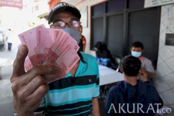 Dibayar Tunai, Warga Kebon Kacang Terima Bansos Rp600 Ribu