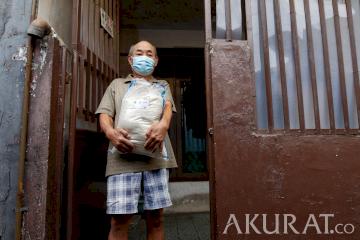Pemprov DKI Berikan Bantuan Sosial Beras untuk Jutaan Keluarga