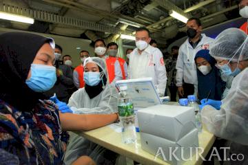 Kunjungi Pasar Tanah Abang, Sufmi Dasco Cek Vaksinasi Pedagang Pasar