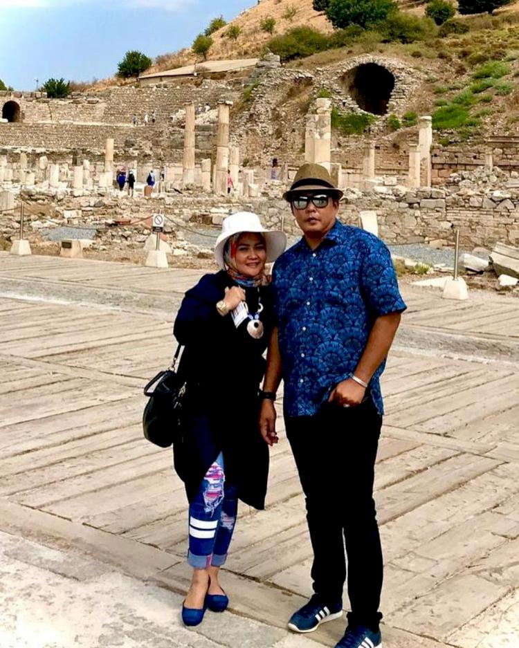 Jarang Tersorot, 7 Potret Romantis Wakil Wali Kota Medan Aulia Rachman dan Istri - Foto 1