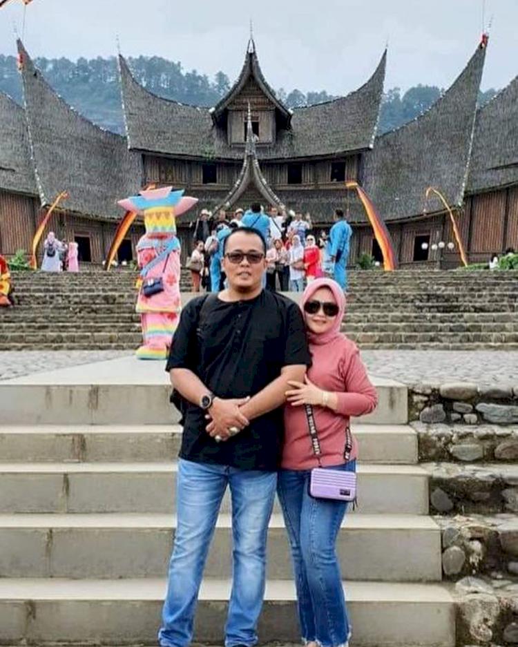 Jarang Tersorot, 7 Potret Romantis Wakil Wali Kota Medan Aulia Rachman dan Istri - Foto 2
