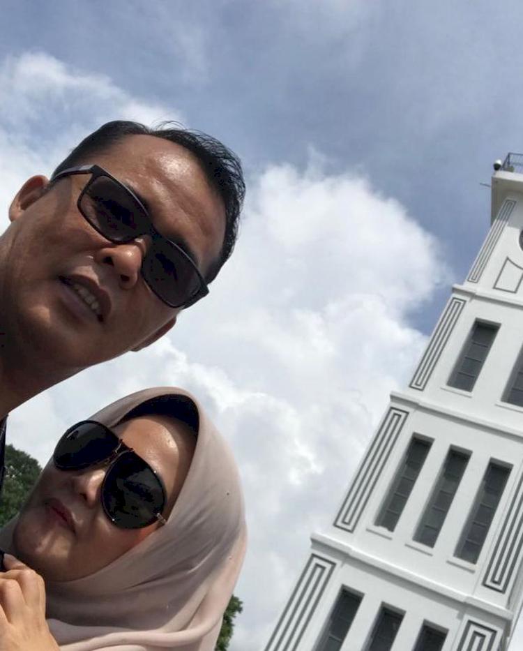 Jarang Tersorot, 7 Potret Romantis Wakil Wali Kota Medan Aulia Rachman dan Istri - Foto 3