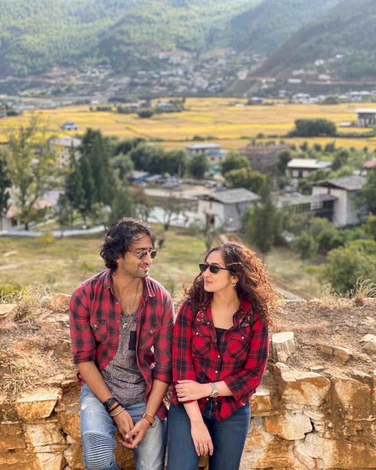 Jarang Tersorot, 7 Potret Romantis Shaheer Seikh bareng Sang Istri - Foto 2