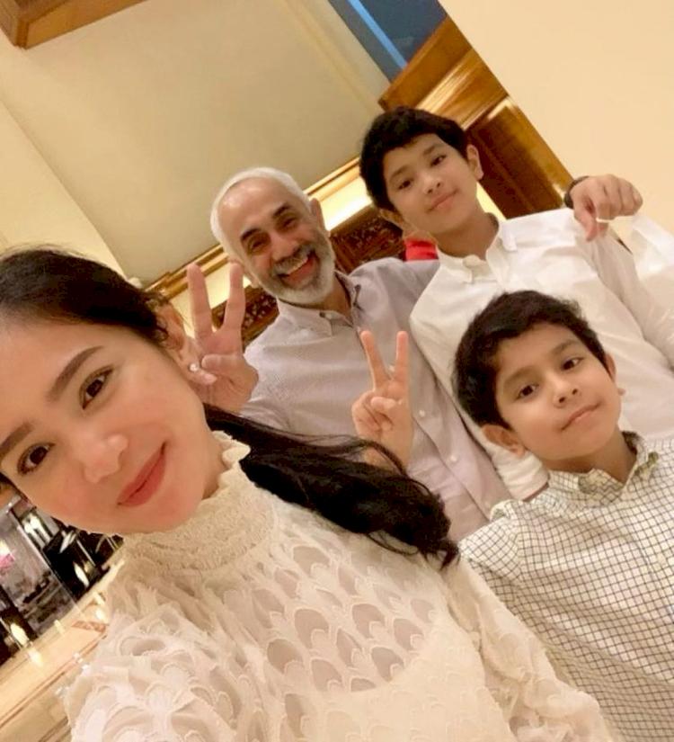 7 Potret Kehangatan Bunga Zainal bersama Keluarga Kecilnya, Harmonis Abis - Foto 2