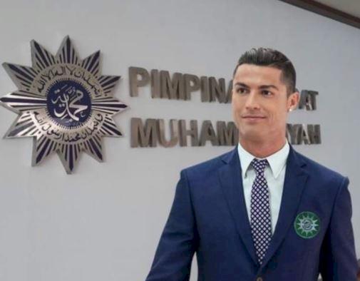 5 Editan Foto Lucu Ronaldo karya Fans Tanah Air, Ada di PP Muhammadiyah - Foto 4