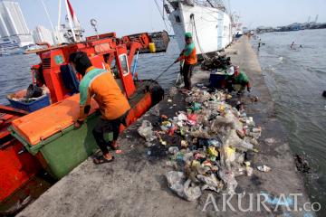 Sampah Plastik Paling Mendominasi Terbuang di Laut Jakarta