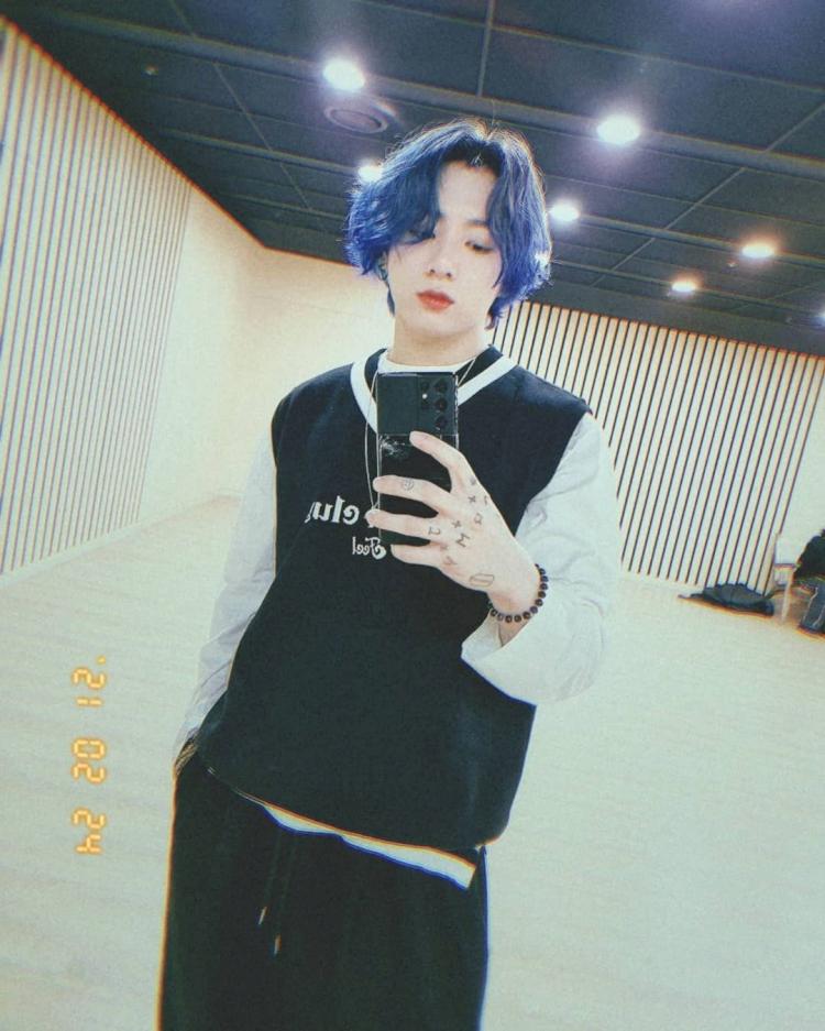 Potret Warna-Warni Gaya Rambut Jungkook BTS yang Menggemaskan - Foto 4