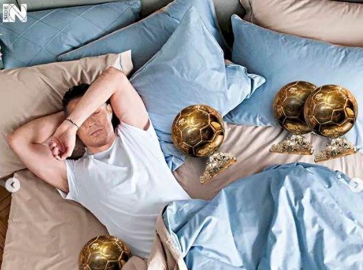 5 Editan Foto Kocak Pesepak Bola Tidur, Ramos Kok Spreinya Merah - Foto 3