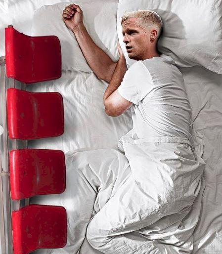5 Editan Foto Kocak Pesepak Bola Tidur, Ramos Kok Spreinya Merah - Foto 1