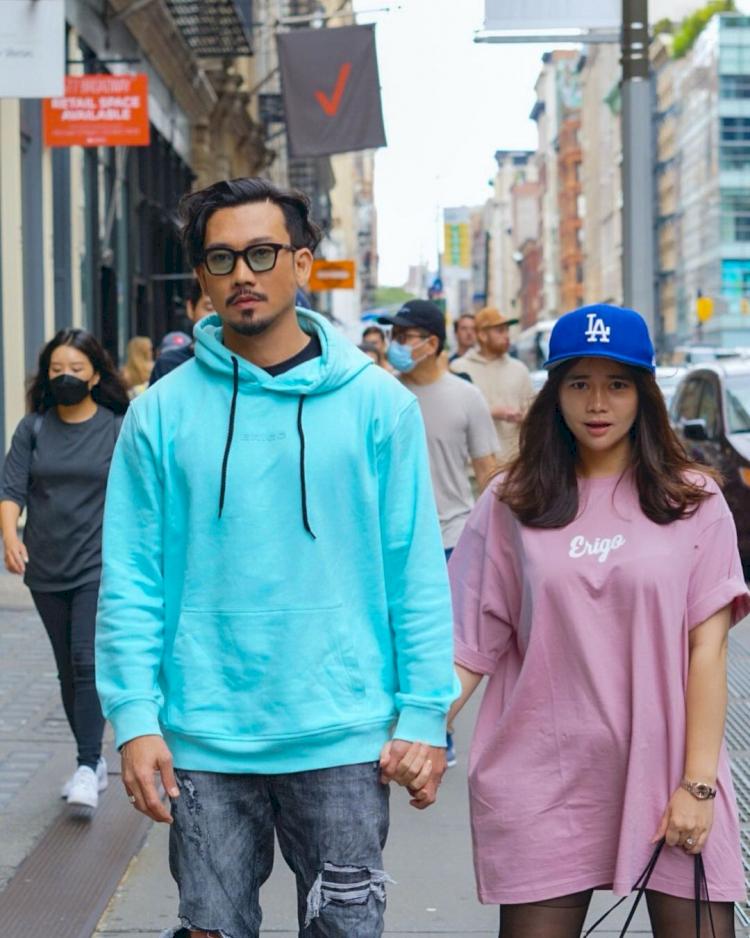 Potret Kocak Denny Sumargo dan Istri - Foto 1
