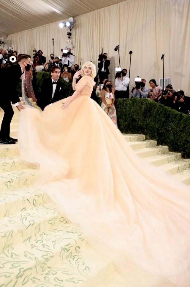 Billie Eilish Hidupkan Marilyn Monroe dengan Gaun Oscar de la Renta di Met Gala 2021 - Foto 1
