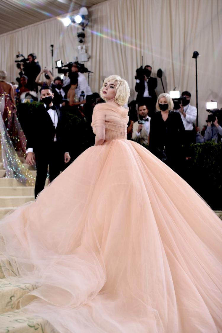 Billie Eilish Hidupkan Marilyn Monroe dengan Gaun Oscar de la Renta di Met Gala 2021 - Foto 2