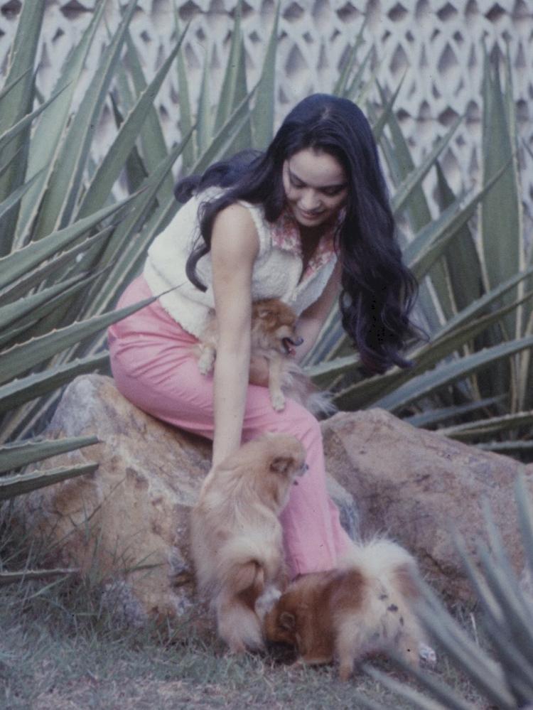 Viral Deretan Potret Lawas Ratna Sari Dewi saat Muda, Warganet: Kirain Maudy Ayunda - Foto 4