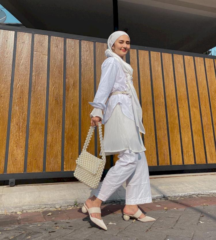Intip Gaya Fashion Rara Nawangsih Pemeran Ibu Amanda Manopo dalam Ikatan Cinta - Foto 4
