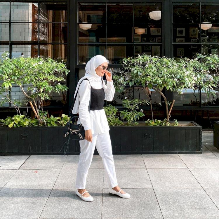 Intip Gaya Fashion Rara Nawangsih Pemeran Ibu Amanda Manopo dalam Ikatan Cinta - Foto 2
