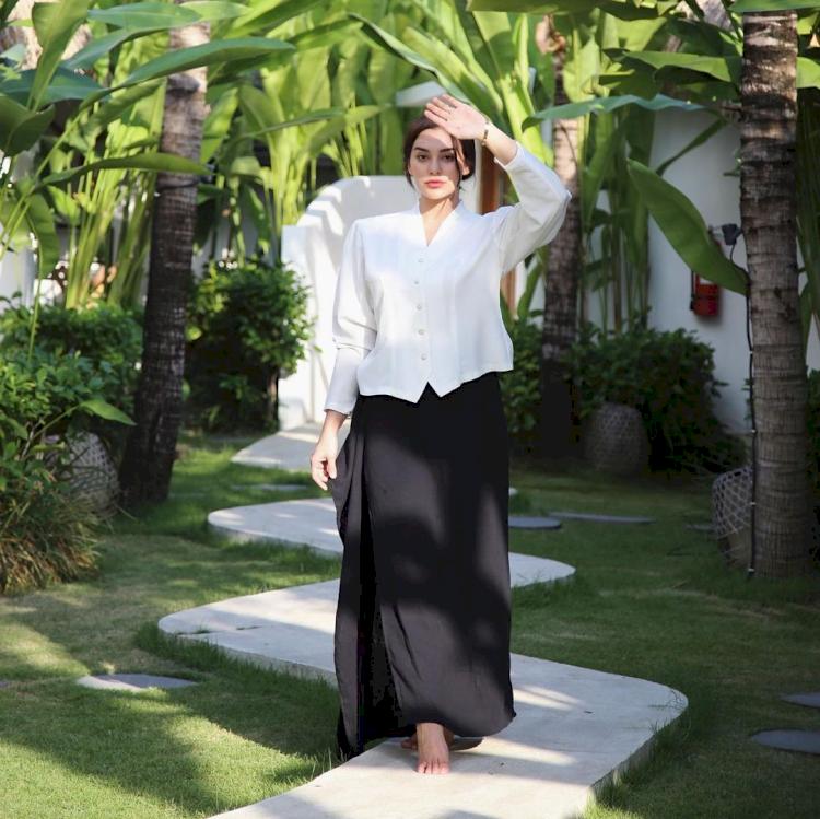 Menawan 6 Potret Cantik Nora Alexandra Istri Jerinx SID yang Bikin Jatuh Hati - Foto 5