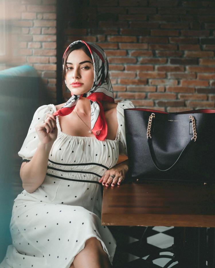 Menawan 6 Potret Cantik Nora Alexandra Istri Jerinx SID yang Bikin Jatuh Hati - Foto 6