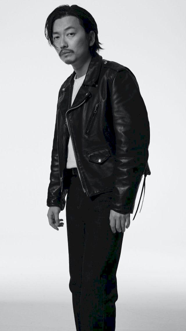 Potret Terbaru Lee Dong Hwi yang Lebih Macho - Foto 5