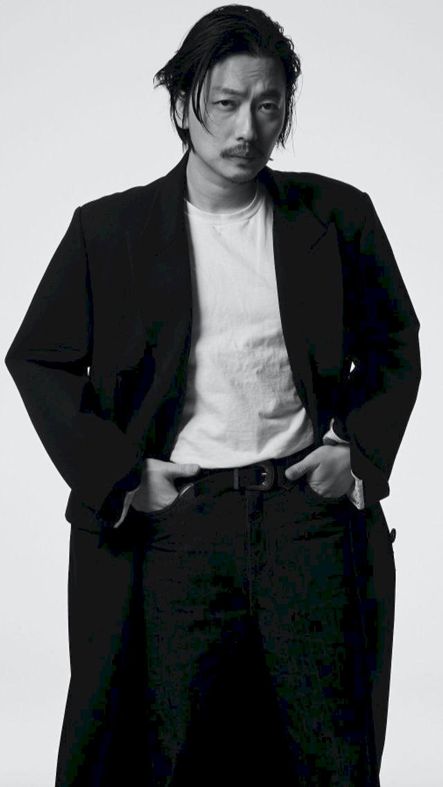 Potret Terbaru Lee Dong Hwi yang Lebih Macho - Foto 4