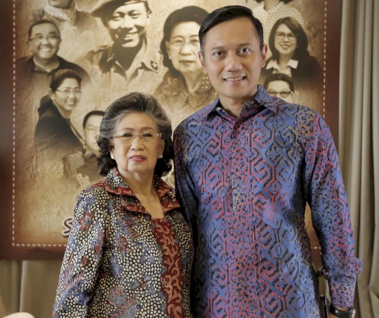 Meninggal Dunia, 7 Potret Kenangan Mertua SBY Bareng Keluarga - Foto 4