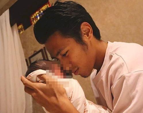 5 Foto Bahagia Hanif Sjahbandi jadi Ayah, Calon Penerus - Foto 3