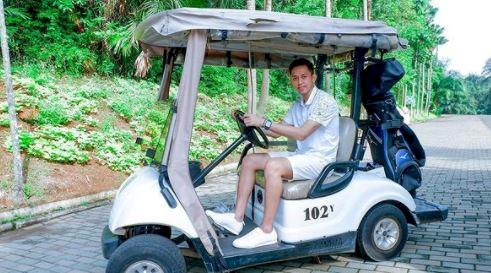 5 Potret Kece M Rian Ardianto kala Santai, jadi Model sampai Main Golf - Foto 1