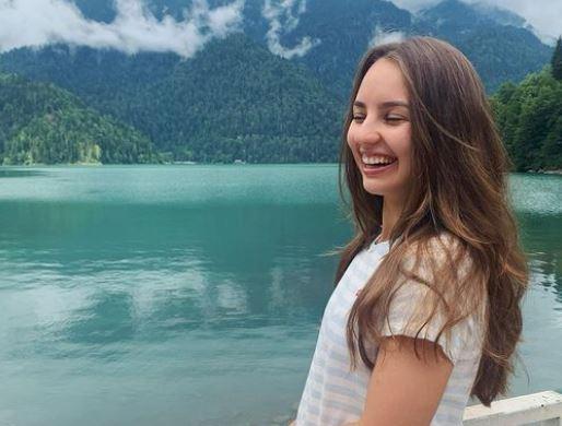 5 Potret Menawan Alina Davletova, Pebulu Tangkis Rusia yang Bikin Hatimu kena Drop Shot - Foto 5