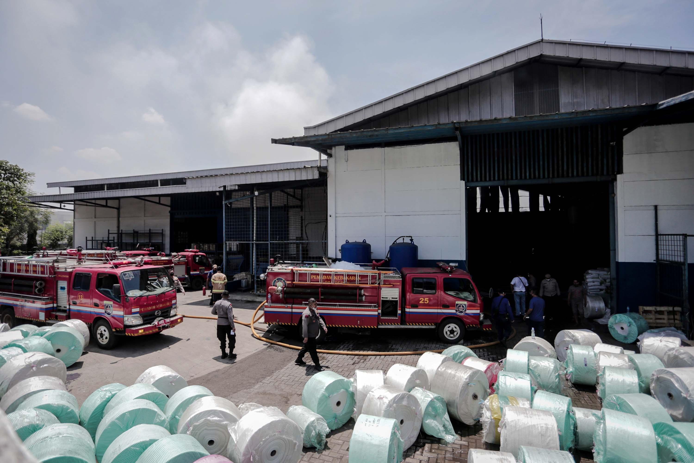 Kebakaran Pabrik Karung di Dongkal, Depok
