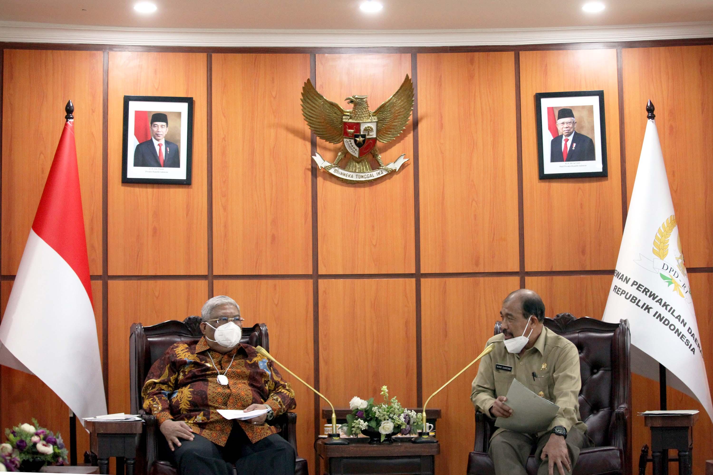Audensi Wakil Ketua DPD Nono Sampono dengan Gubernur Sultra