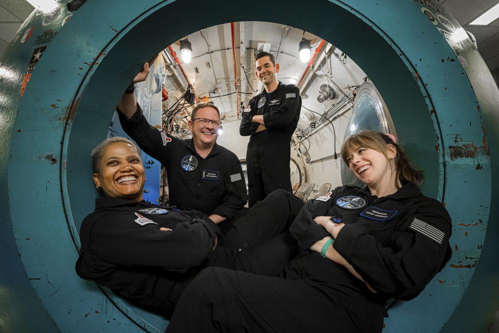 SpaceX Luncurkan Roket dengan Empat Penumpang Amatir, Tanpa Astronot!
