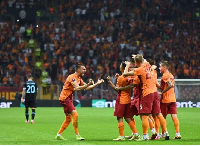 Galatasaray vs Lazio: Muslera Paksa Sang Mantan Pulang Tanpa Poin