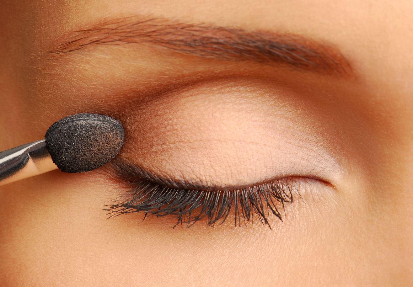 Cantik Banget! 5 Warna Eyeshadow, Cocok Untuk Riasan Natural Sehari-hari