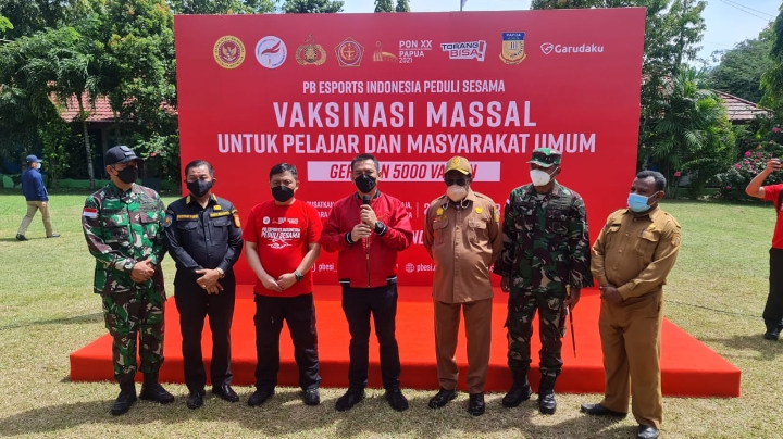 PBESI dan Komunitas Esports Gelar Vaksinasi dan Bansos di Jayapura