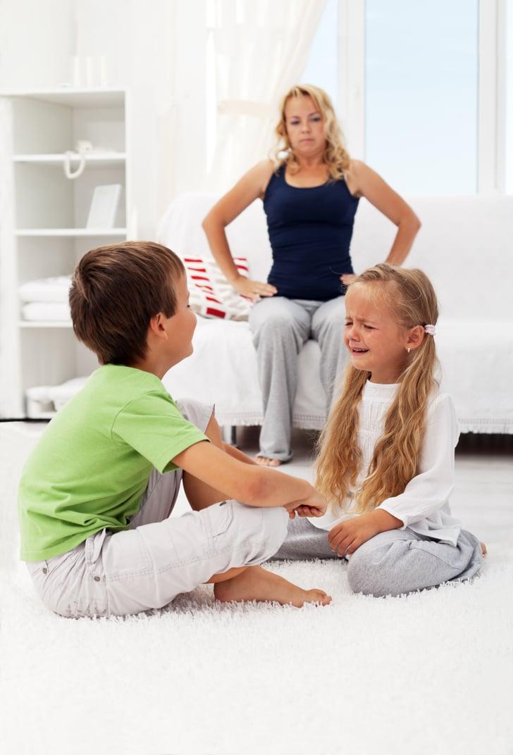 5 Cara Bijak Atasi Pertengkaran Kakak Adik