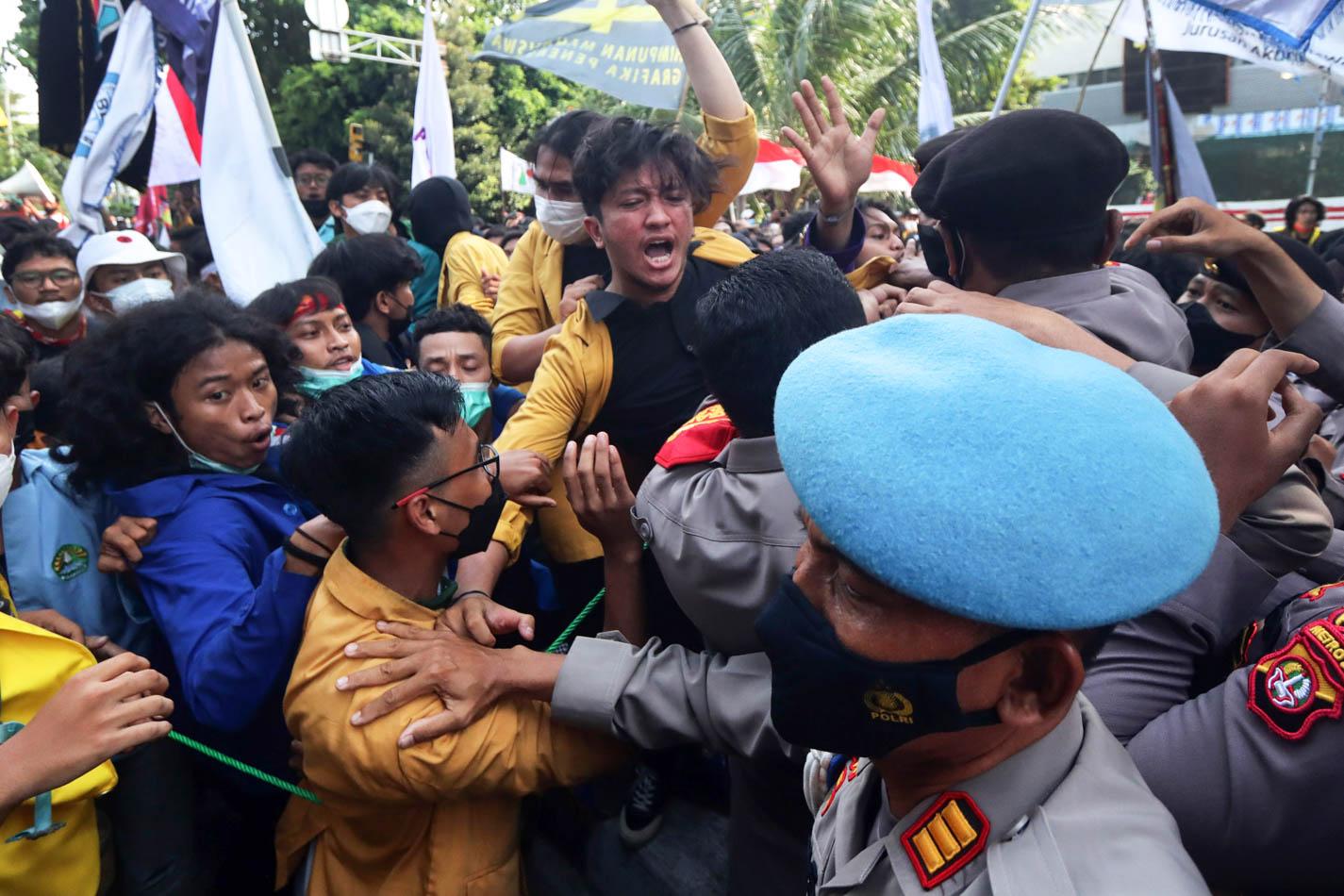 Aksi Mahasiswa Tuntut Pembatalan Pemecatan Pegawai KPK Berakhir Ricuh